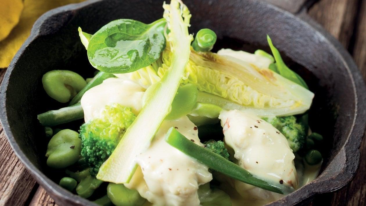 Cocotte de lotte et légumes verts, raifort et savora – Recette