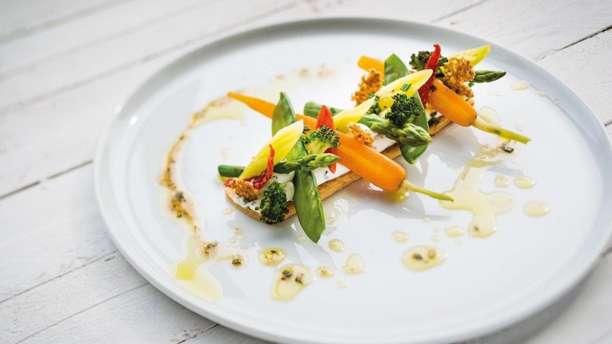 Fine tartelette mélange de poivres et petits légumes – Recette
