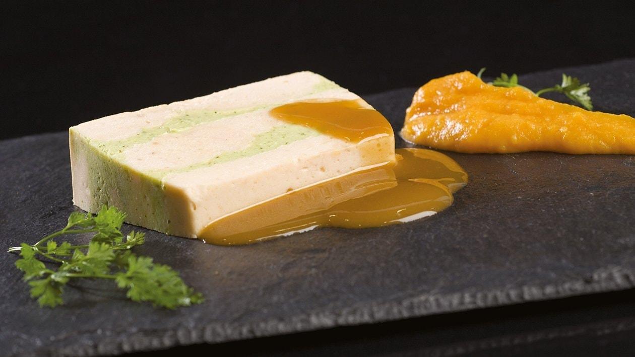 Millefeuille de Saumon et Courgette, Trait de Potiron et sa Sauce Poivre (Texture Modifiée ) – Recette