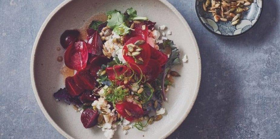 Salade de betteraves, Sainte-Maure de Touraine & graines de potiron grillées – Recette